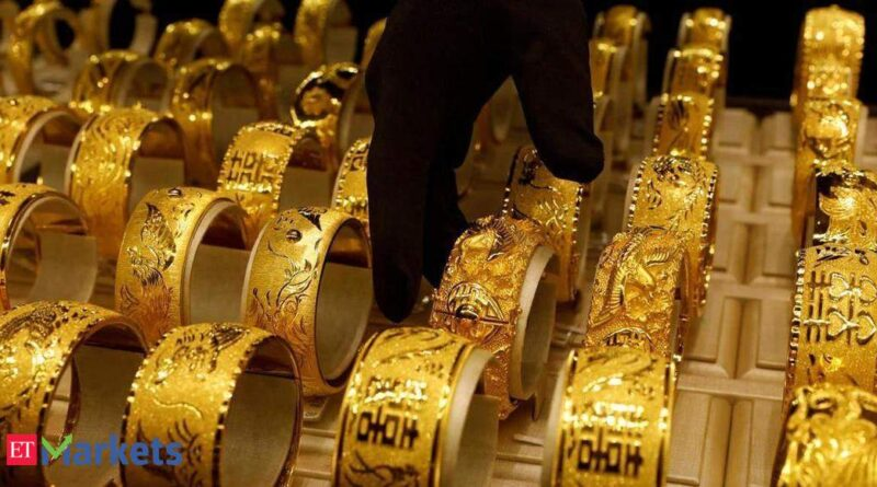 gold-rate-today:-yellow-metal-posts-mild-gain;-silver-tops-rs-69,500-–-economic-times