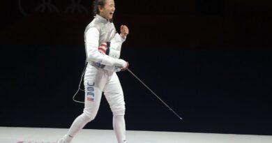 fencing-us-fencer-lee-kiefer-wins-gold-in-women's-foil-individual-–-reuters