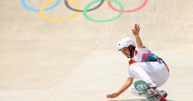13-year-old-olympic-skateboarder-momiji-nishiya-becomes-one-of-the-youngest-gold-medal-winners-ever-–-cbs-news