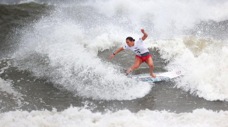 carissa-moore,-italo-ferreira-win-surfing-gold-–-the-new-york-times