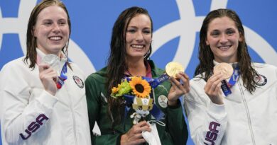 south-african-sets-world-swim-record;-aussies-add-6th-gold-–-associated-press